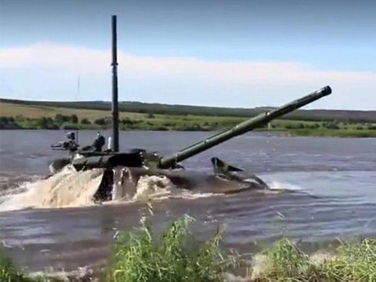 Танк, переплывший реку, поразил аргентинцев
