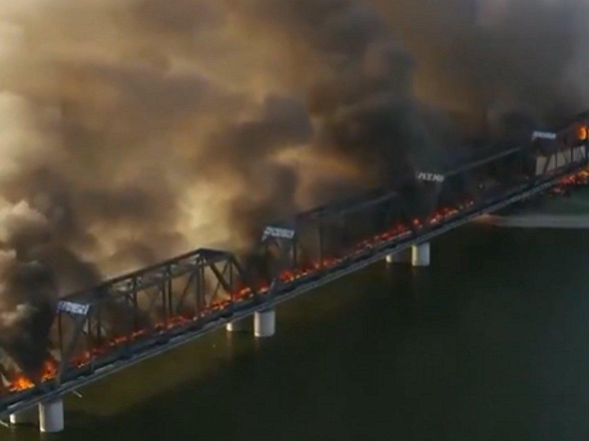 В Аризоне поезд сошел с рельсов и загорелся
