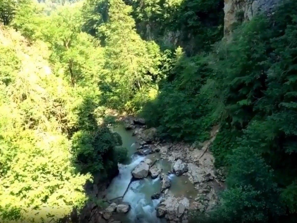 Мотоциклист упал в Гуамское ущелье
