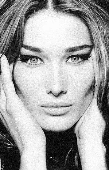 Красота в прошлом: модели, которые испортили свою внешность пластикой
