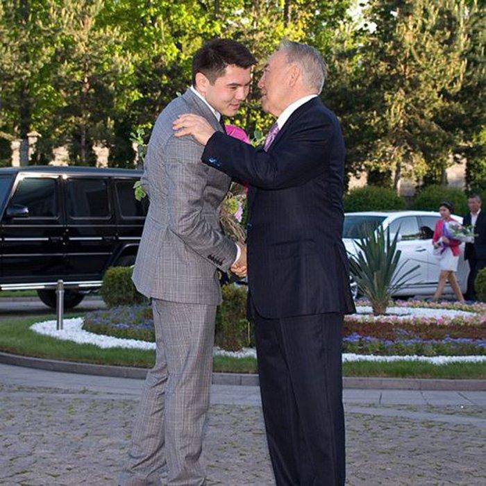 Нурсултан Назарбаев с внуком