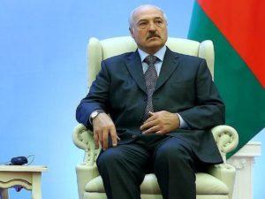 Лукашенко заявил, что коронавирус ему «подкинули»