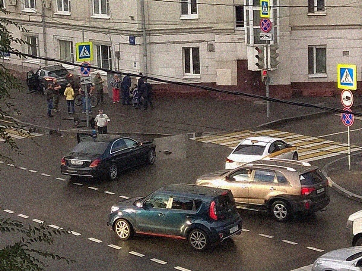 Авто замглавы Минобороны устроило ДТП в центре Москвы