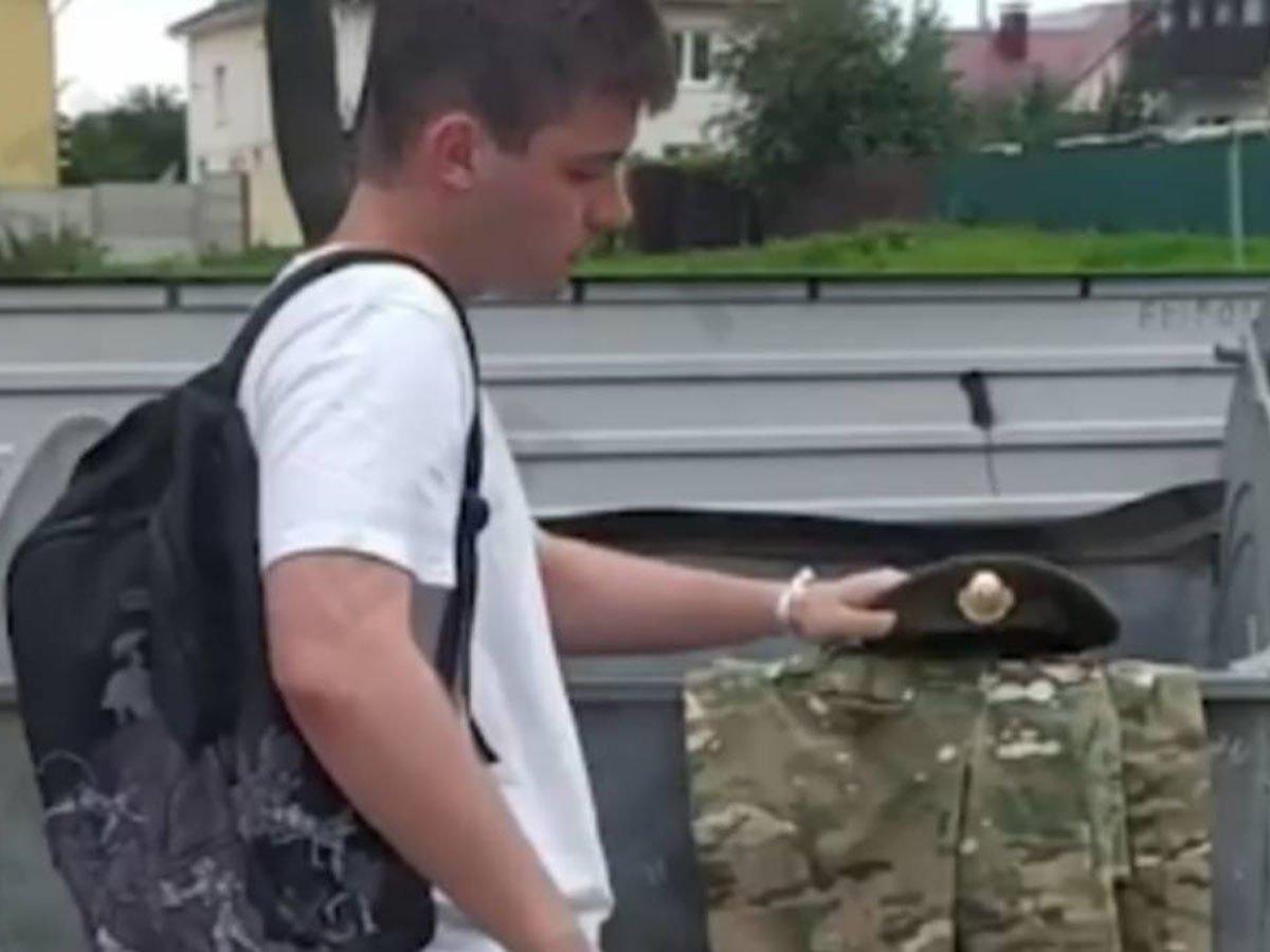Белорусские спецназовцы выбрасывают форму