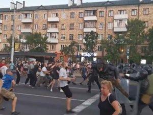 Столкновения с ОМОНом в Бресте