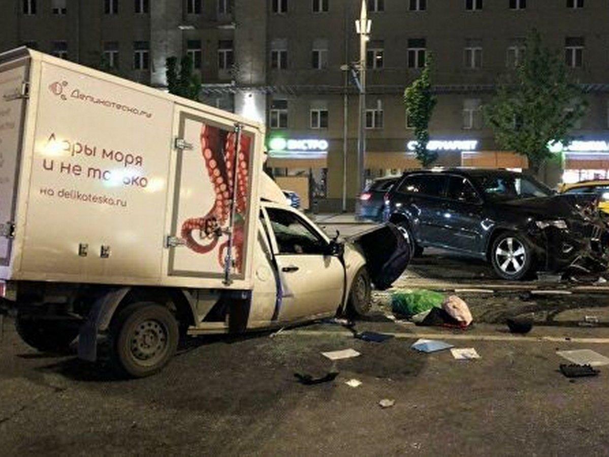 Адвокат: в момент аварии за рулем машины Ефремова не было