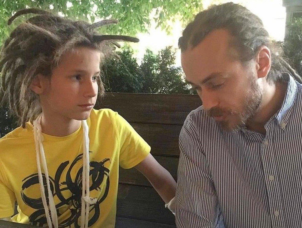 «Не вижу перспектив»: отец Децла раскритиковал первый трек внука