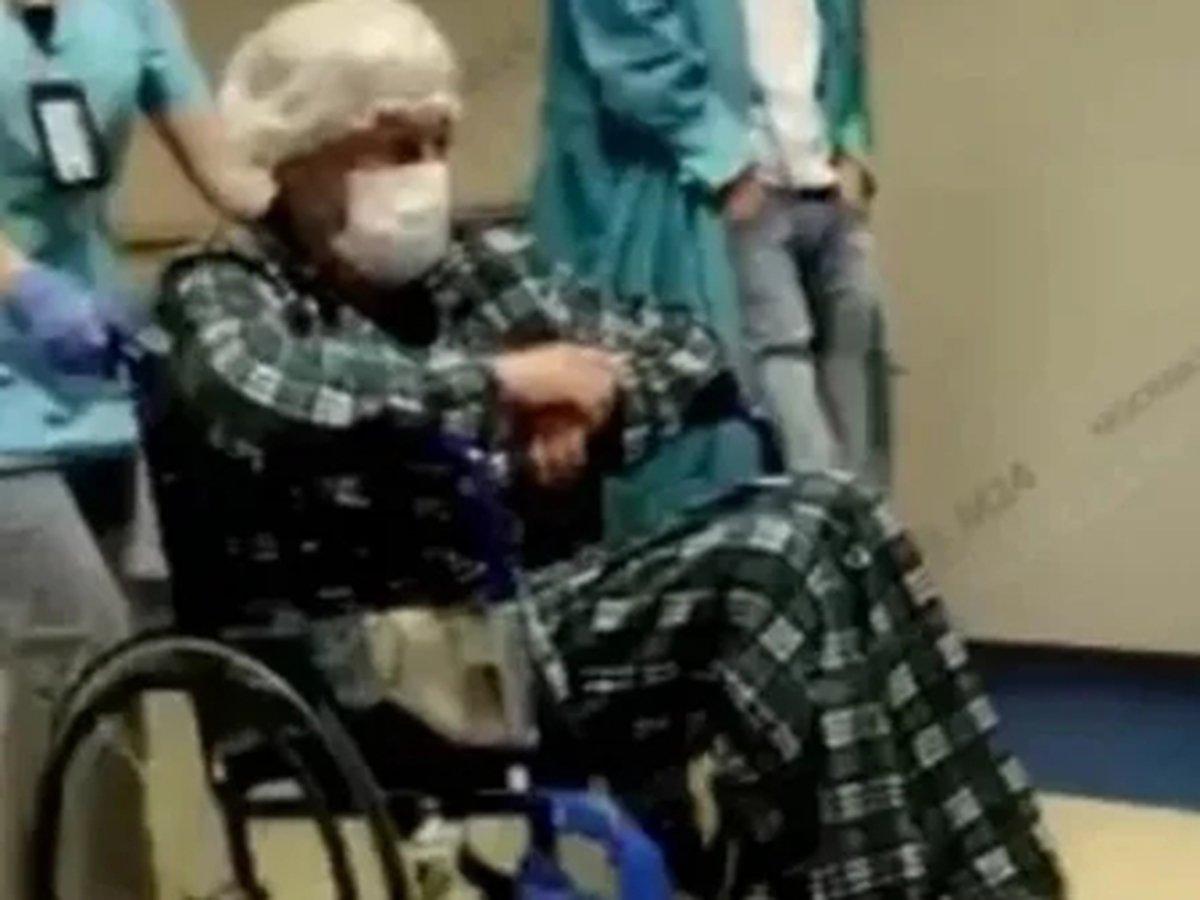 Михаил Ефремов в инвалидном кресле