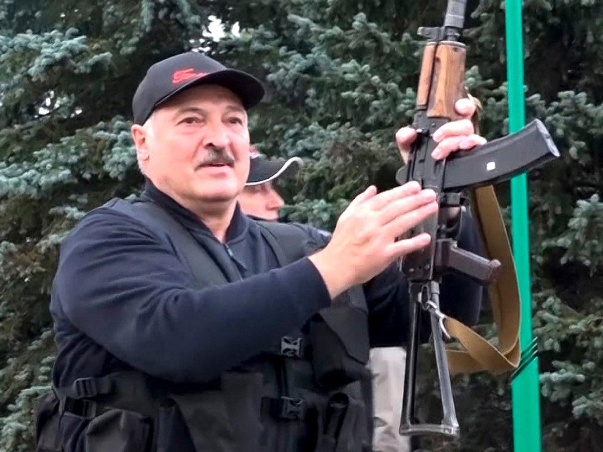 названы три человека, к которым прислушивается Лукашенко