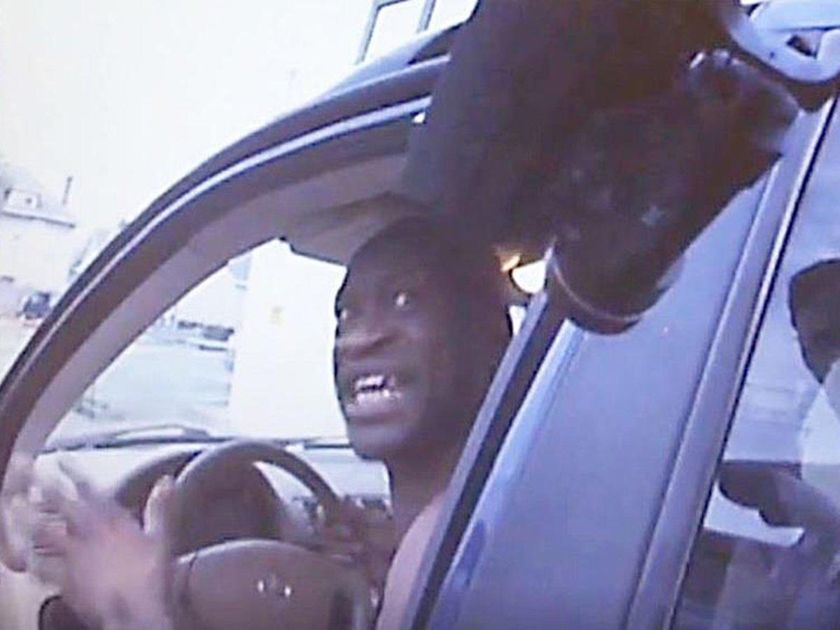 Опубликовано новое видео задержания Джорджа Флойда полицейскими в США