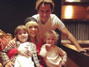 Галкин с семьей