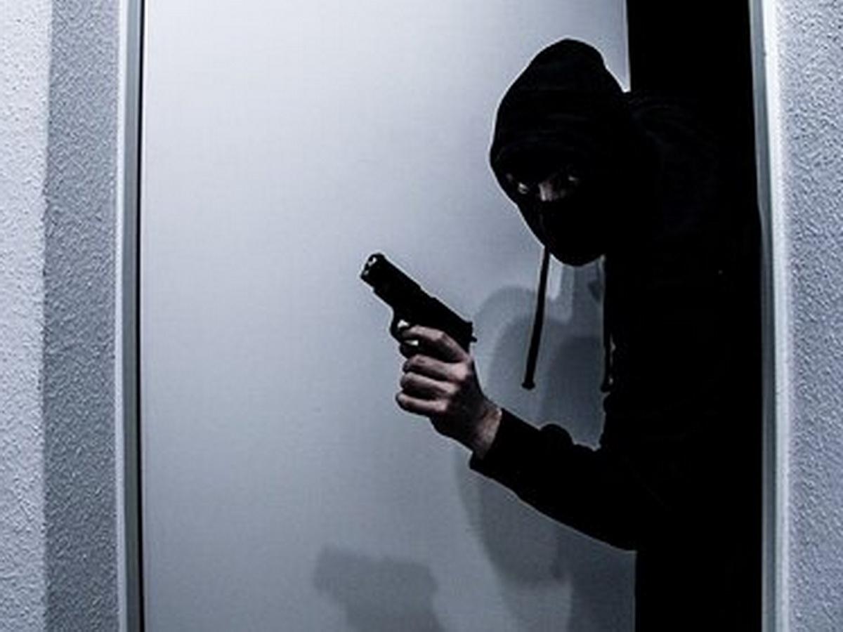 В Мехико грабитель притворился доставщиком еды и напал на банк