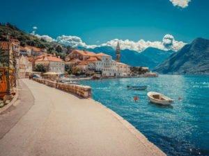 Россиянам разрешили перелеты в Черногорию