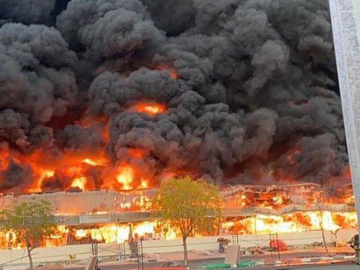 В ОАЭ вспыхнул крупный пожар