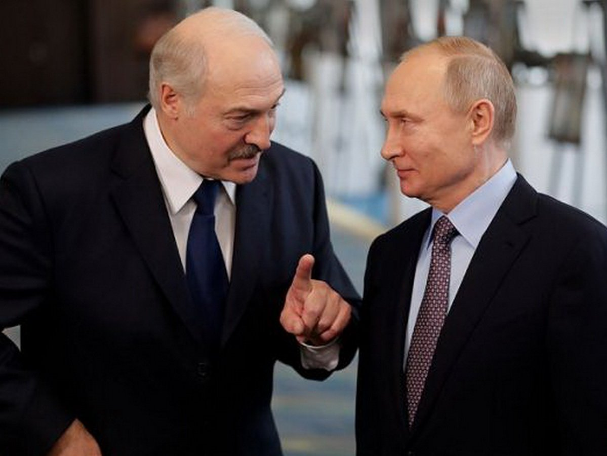 Лукашенко договорился с Путиным о военной помощи по первому же запросу