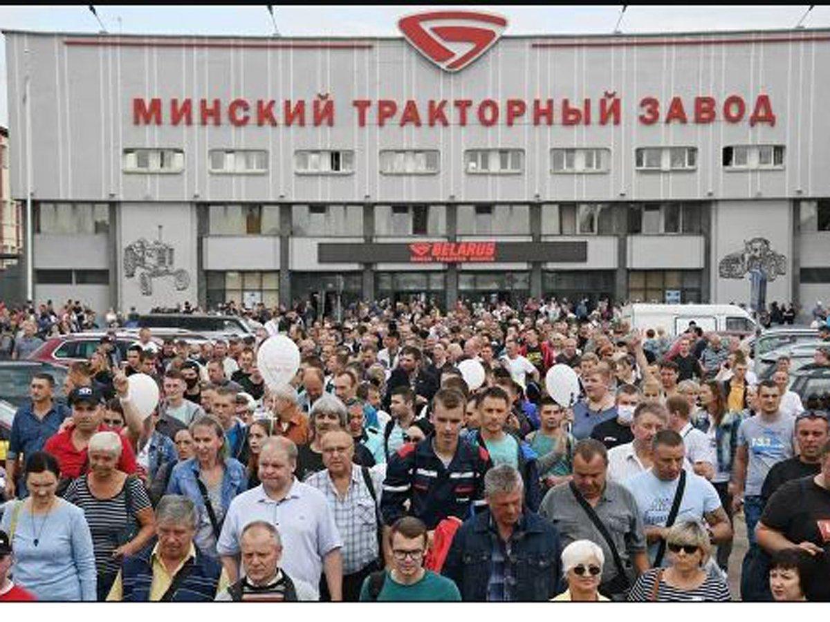 ОМОН перекрыл путь митингующим на заводе в Минске