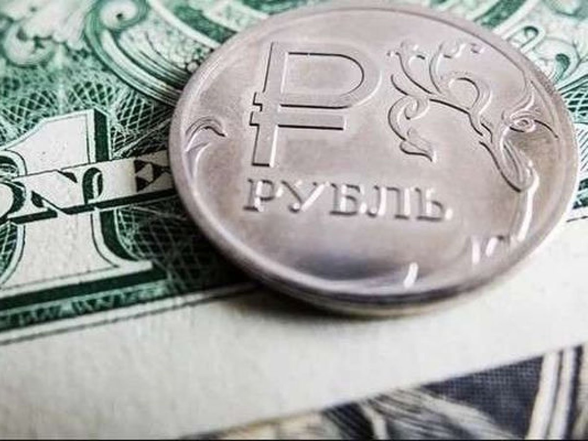 эксперт спрогнозировал девальвацию рубля