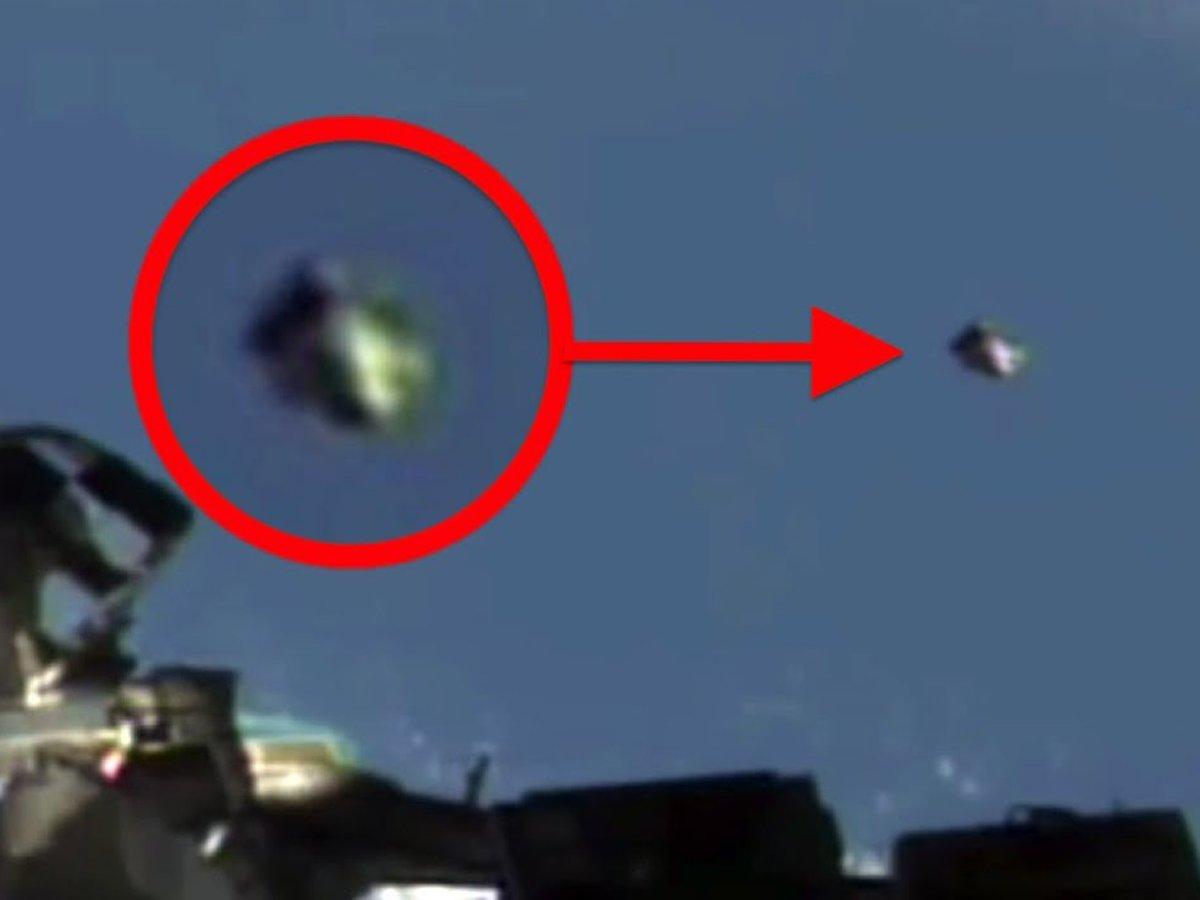 Россиянин на МКС снял загадочные объекты
