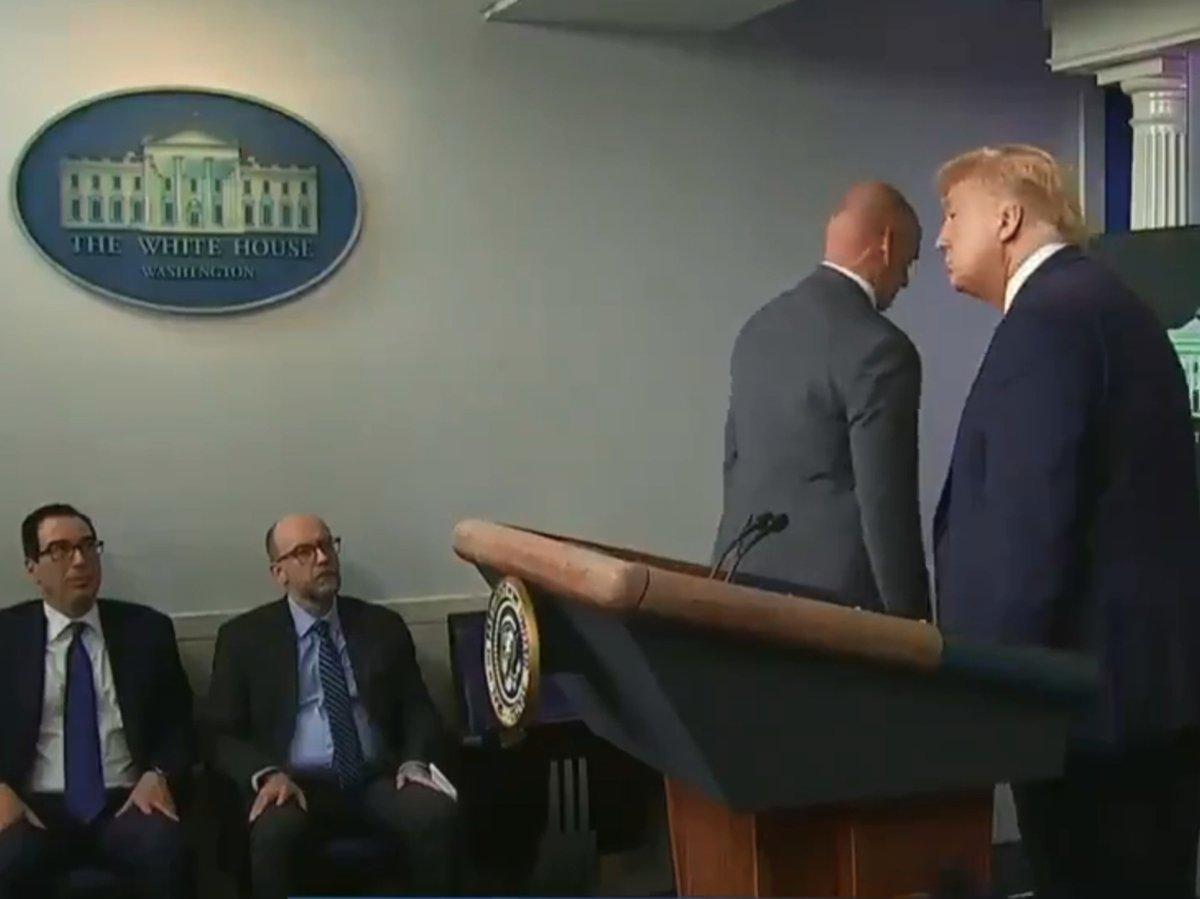 Трампа вывели с пресс-конференции из-за стрельбы