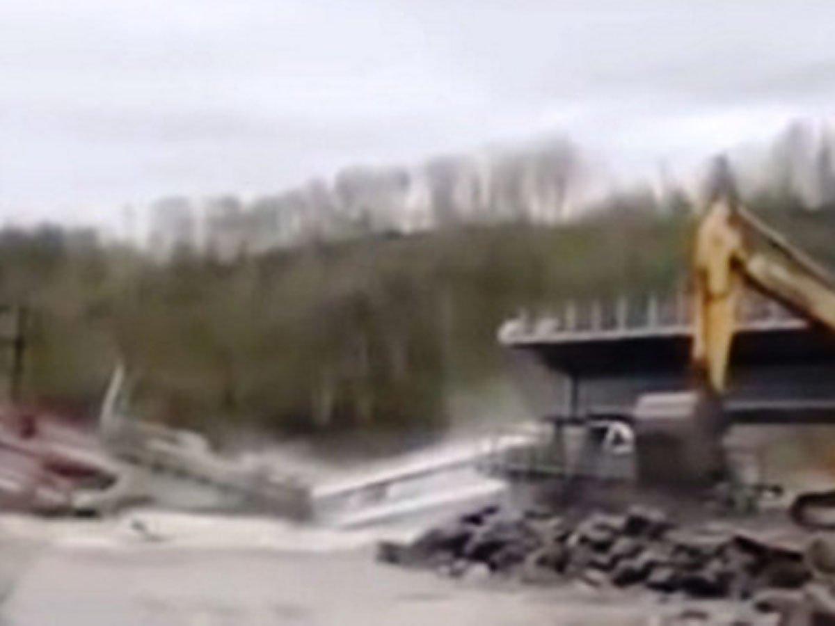 В Еврейской области рухнул мост