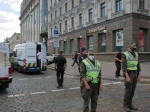 В Киеве мужчина угрожает взорвать банк