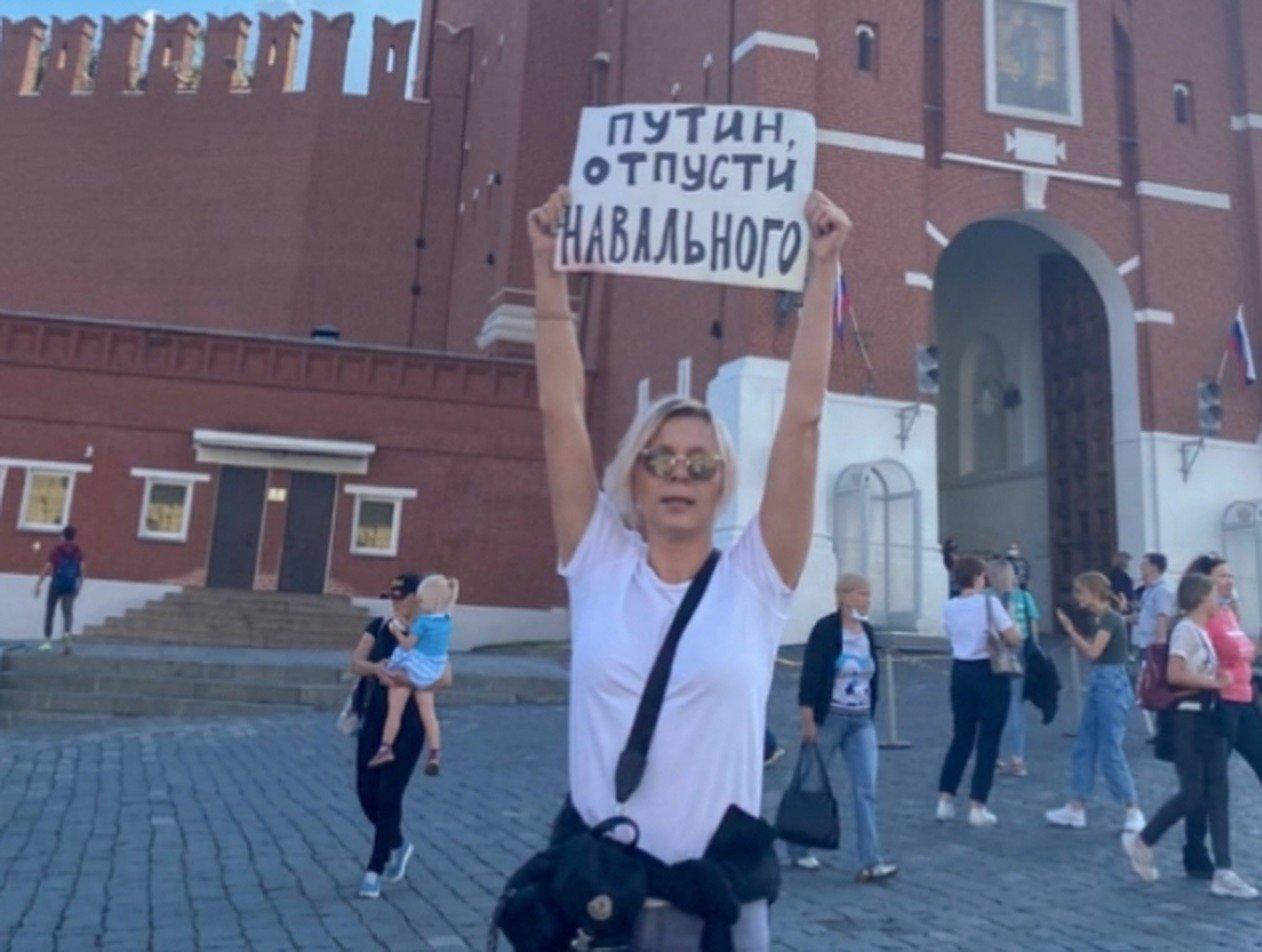 Актрис Яну Троянову и Ирину Вилкову задержали после акции в поддержку Навального