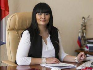 Задержанная ФСБ за взяточничество глава райсуда Волгограда закатила истерику в ресторане