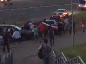 Столкновения протестующих с ОМОНом в Минске