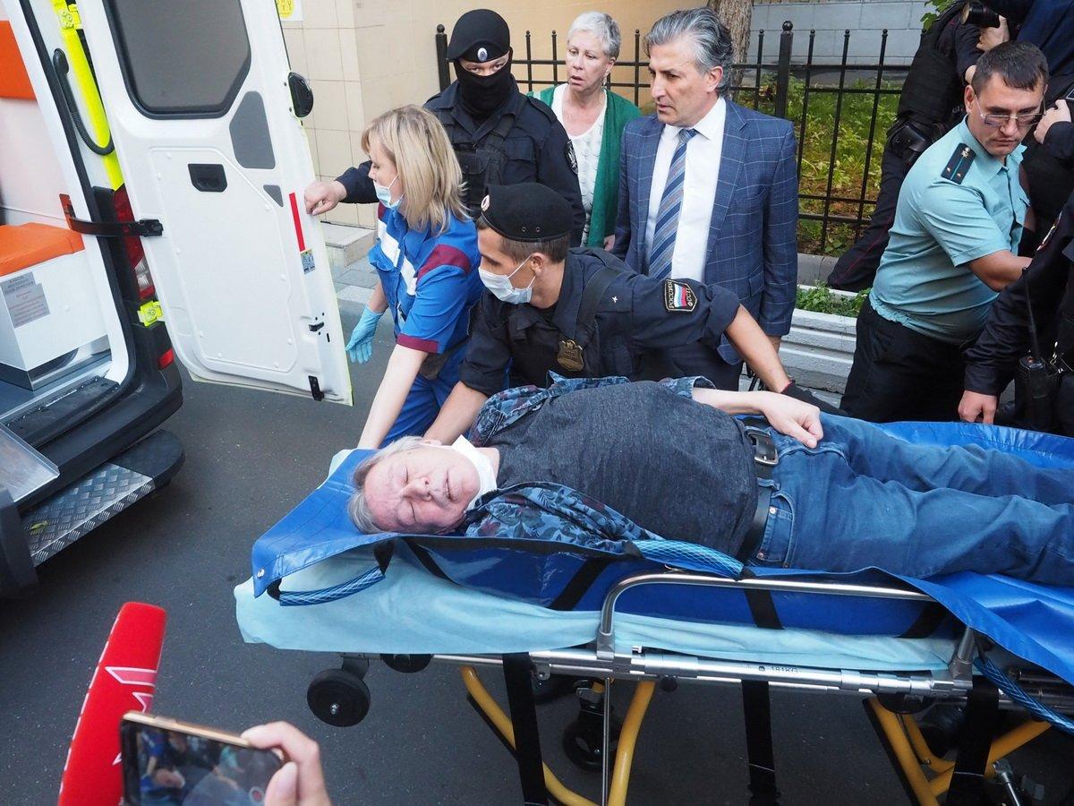 Настоящая причина госпитализации Ефремова - не инсульт