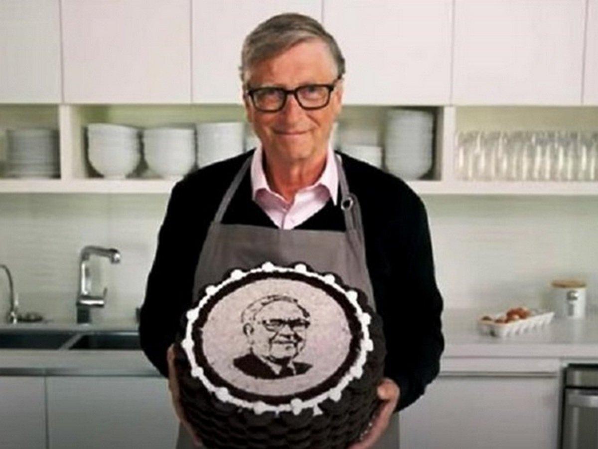 Билл Гейтс с тортом
