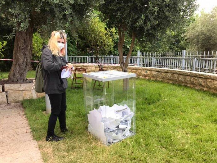 Ильинская проголосовала трижды