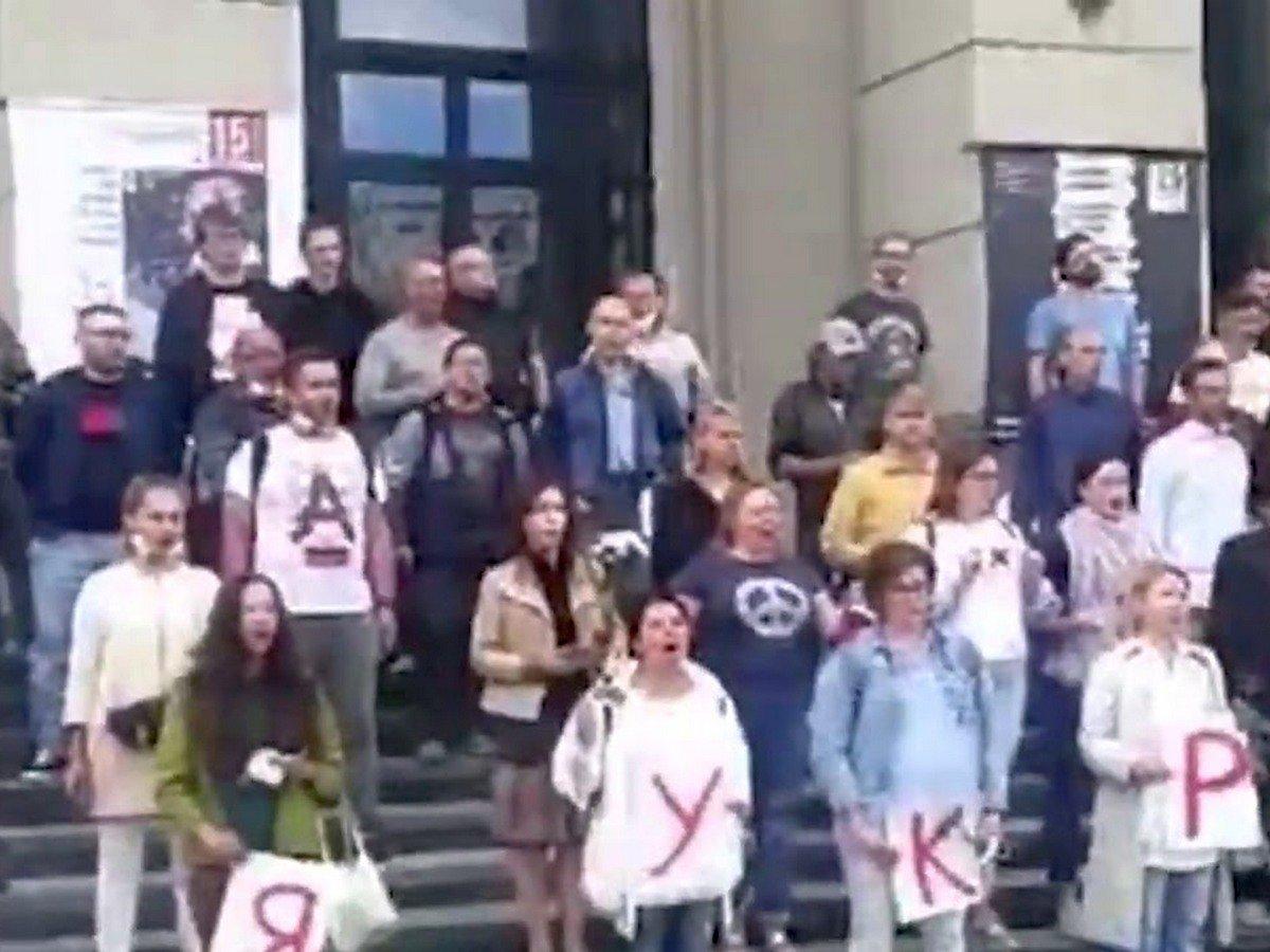 В Минске артисты вышли на акцию солидарности с протестующими