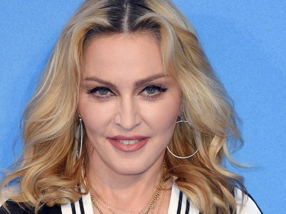 Мадонна показала видео с закрытой вечеринки