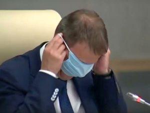 Мэр Барнаула попытался надеть маску