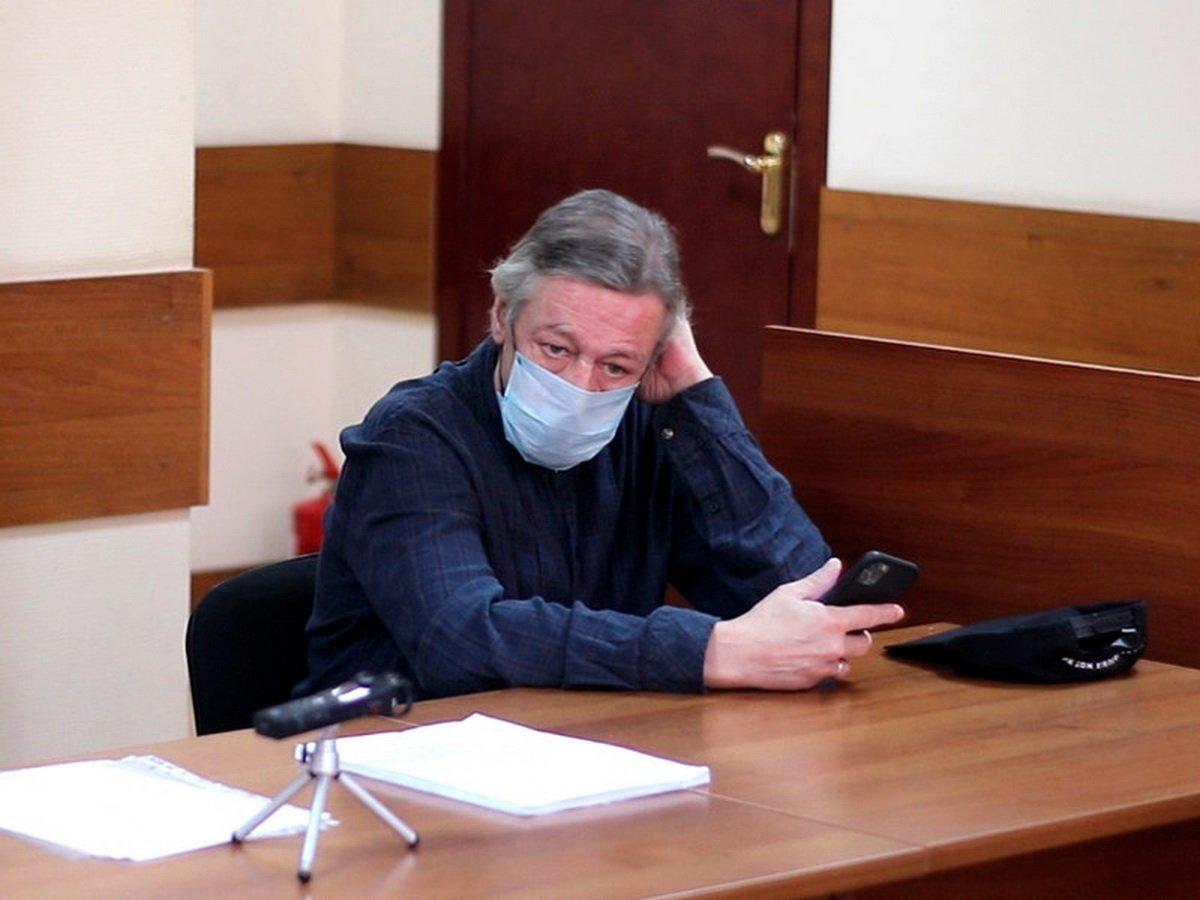 Адвокат Михаила Ефремова допустил оправдательный вердикт
