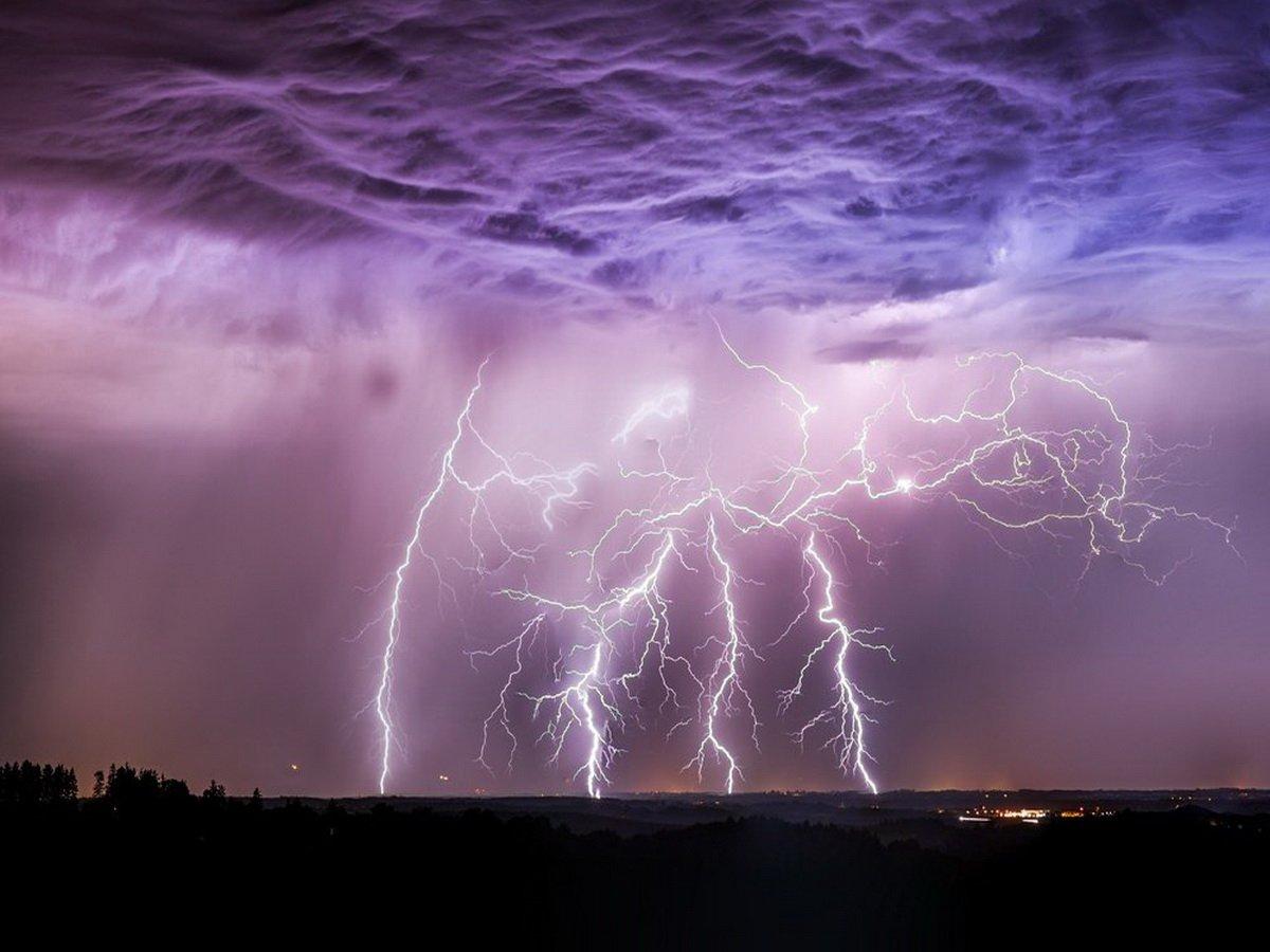 Загадочные молнии сняли в небе над Техасом