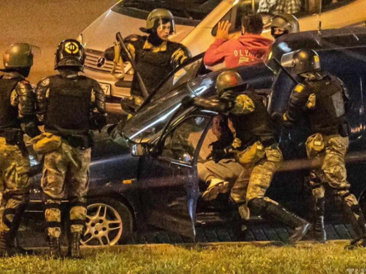 В Минске ОМОН избивает водителей