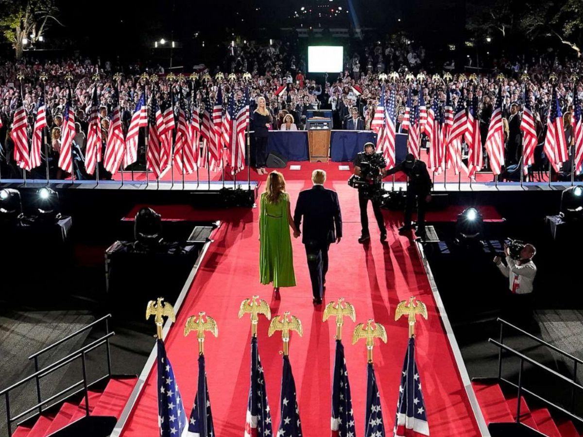 Трампы на собрании членов республиканской партии в Белом доме