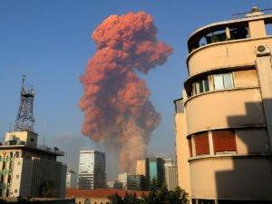 В Сеть попало видео взрыва в Бейруте, снятое погибшими жителями