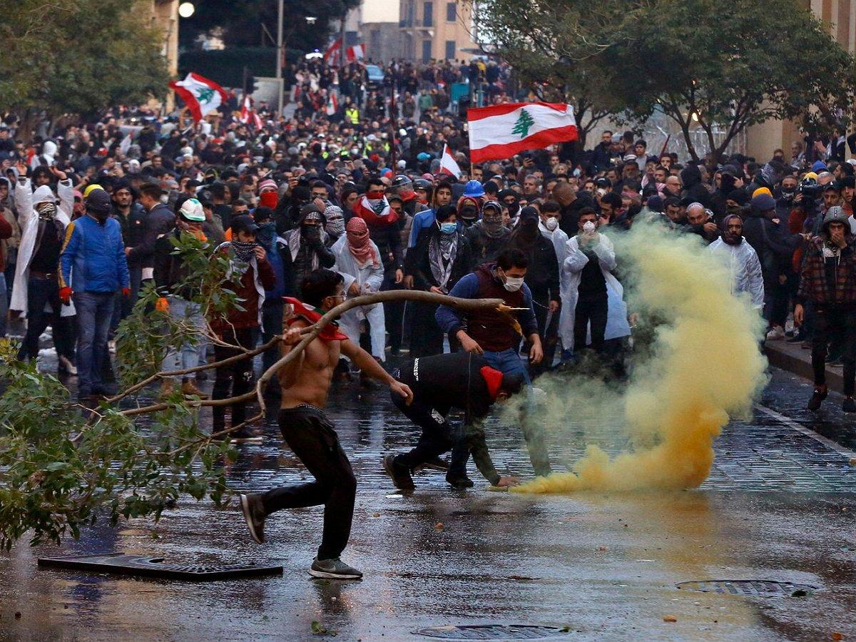 Бейрут охватили беспорядки: более 700 человек пострадали, полиция разогнала протестующих