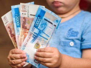 одобрены выплаты в августе 10 000 рублей на детей до 16 лет