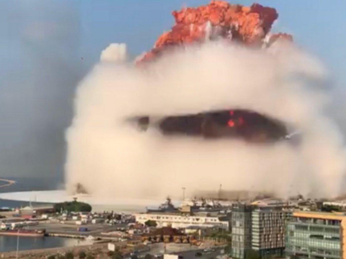 Взрыв в Бейруте попал на видео
