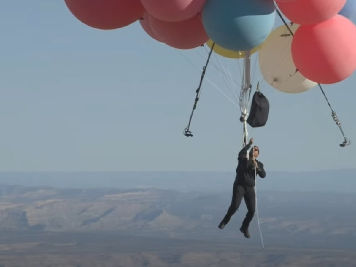 Дэвид Блейн совершил полет на воздушных шарах