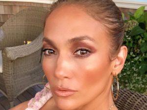 51-летняя Дженнифер Лопес показала идеальное тело на фото