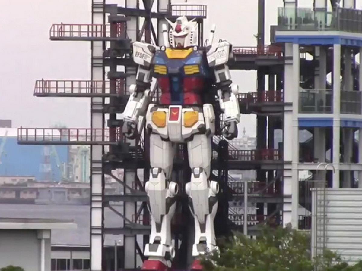 Испытания 18-метрового робота сняли на видео в Японии