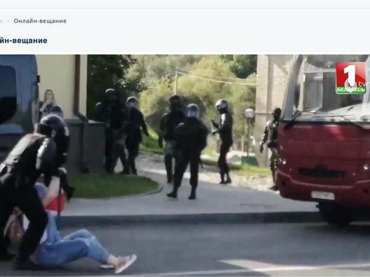 Хакеры показали видео избиения протестующих ОМОНом