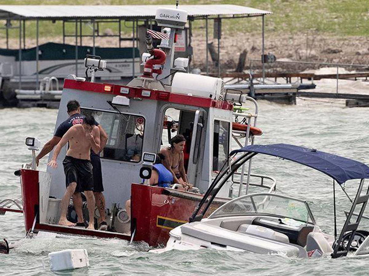 На параде в поддержку Трампа в Техасе разбились четыре лодки