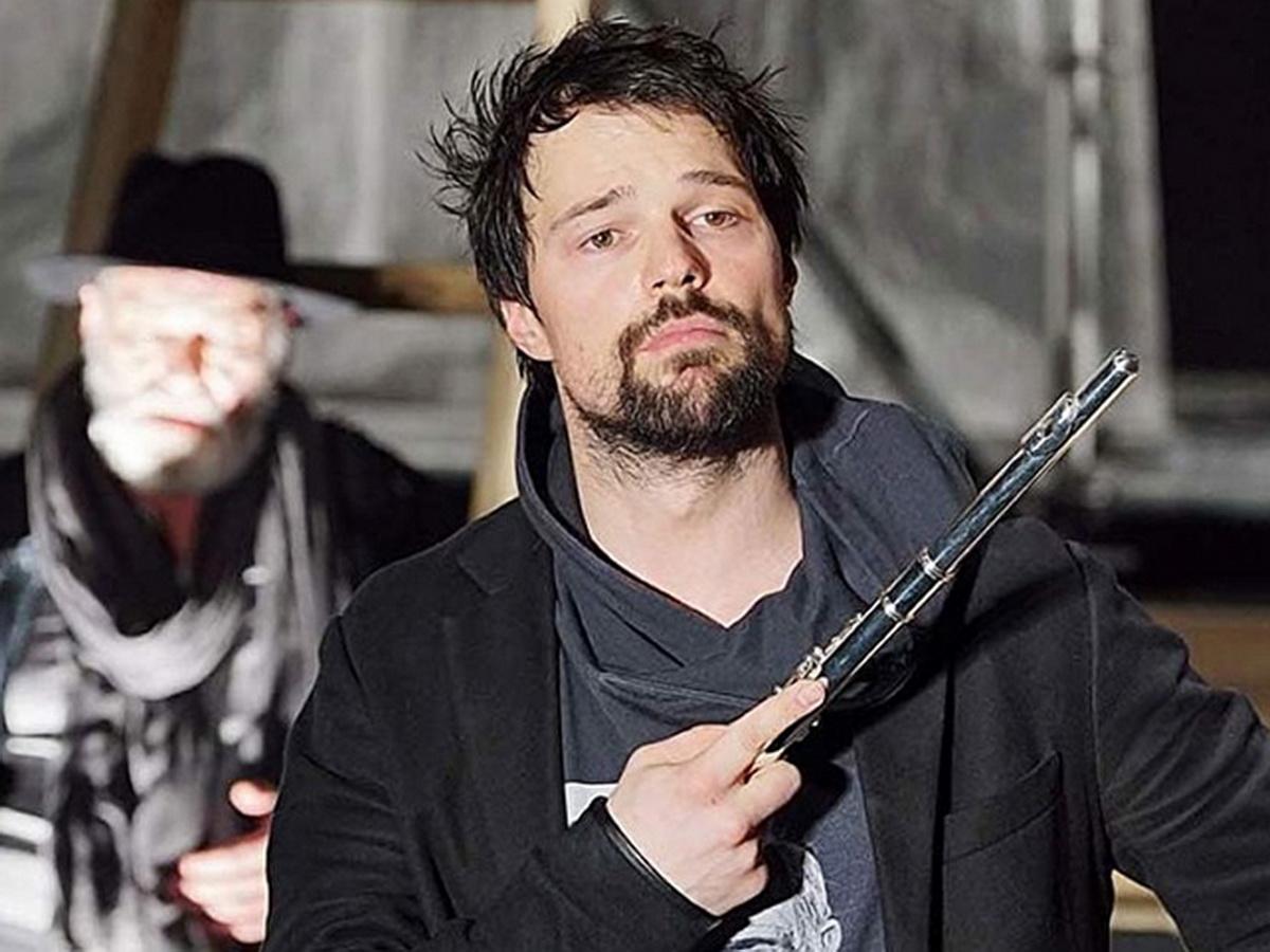 Данила Козловский ударил флейту зрительницу