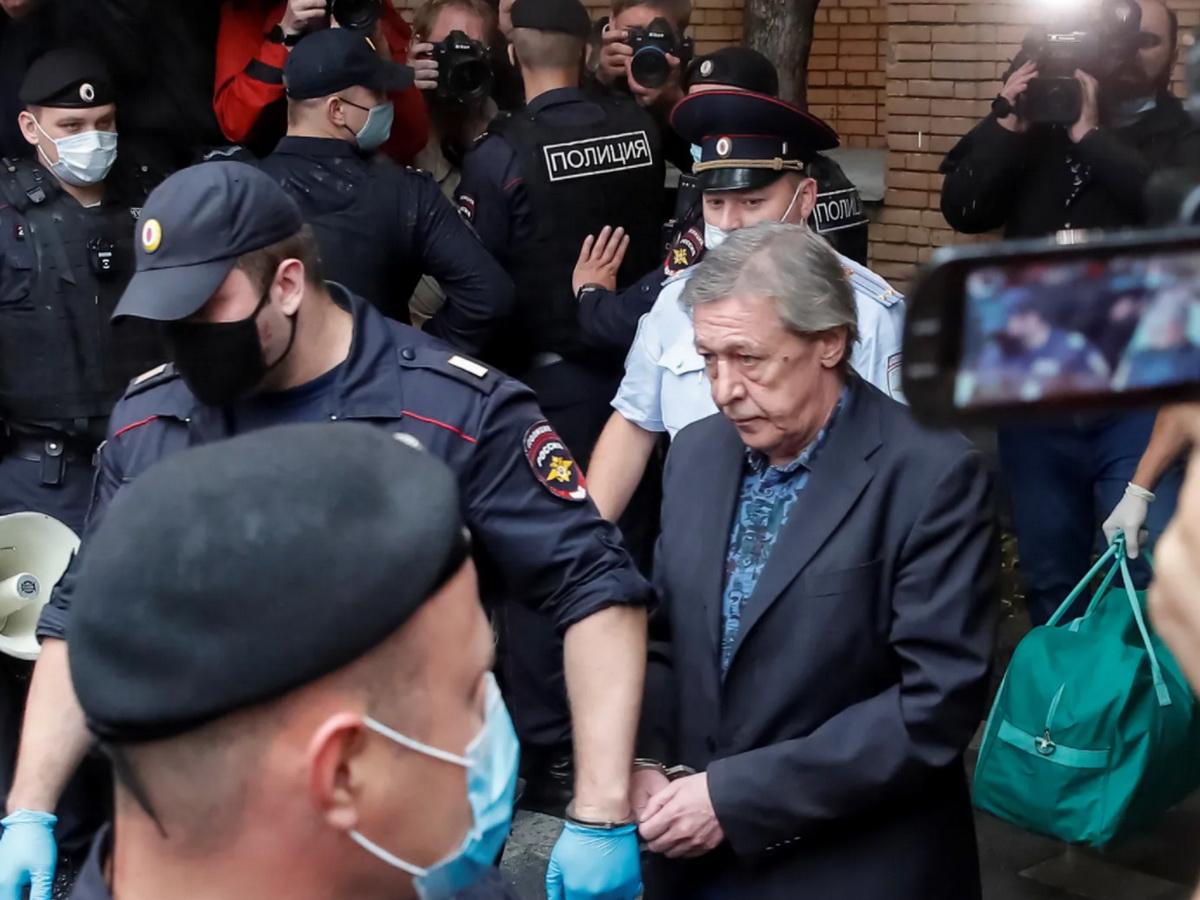 Приговор Ефремову прокомментировали Шнуров, Охлобыстин и Собчак