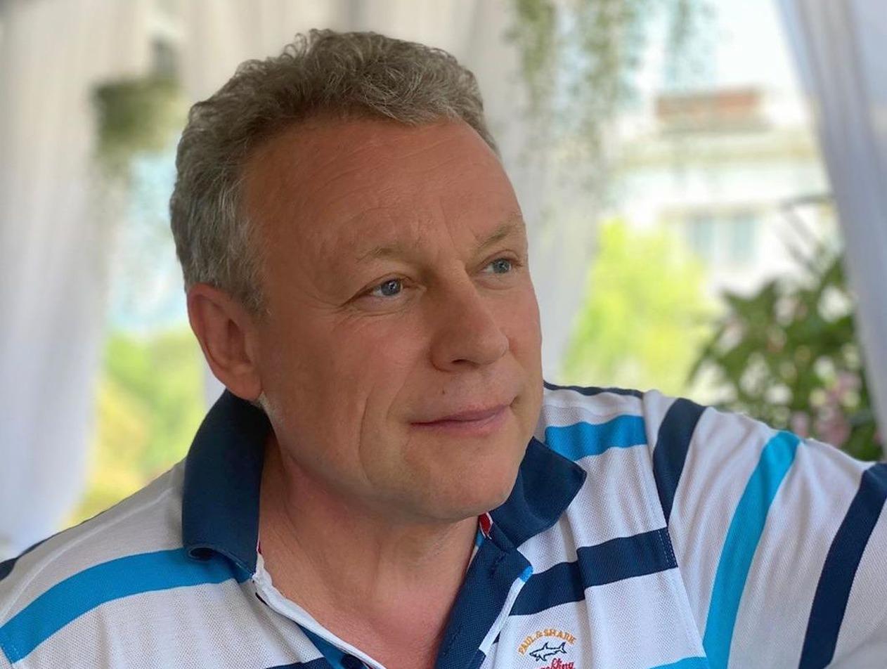 Сергей Жигунов рассказал, как стюардесса вырвала ему зуб в полете